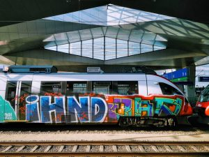 Sunny funny day to travel 😎 #WienHauptbahnhof #TrainPorn #WienFavoriten #SunnyVienna #Wien10 #FinallySun #WienMalAnders #1100Vienna #ViennaNow #TravelTime #ViennaGo...