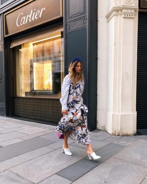 Evening stroll. Love Deea . . . . . #styleadvice #fashionstyles #fashionbloggerstyle #fashionblogger_at #fashionstyles2me #fashionstyles2you #fashionstyles4love #stylishaccessories...