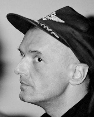 Falco und Caps!😂❤️🌚😍 • • #falco #falcoforever #wien #österreich #vienna #austria #hanshölzel #johannhölzel #hansi #derfalke #falken #falcoarmy...