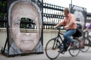 Boquetes, rajas y mutilaciones. Es lo que han sufrido al menos ocho de los cien retratos de...