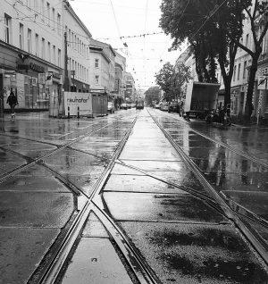 Moody 🌧🚊 #favoriten #wienfavoriten #vienna10th #wien #vienna #wien10 #stadtwien #meinbezirk #wienliebe #wienentdecken #wienzufuss #rail #bim #wienerlinien #mood...