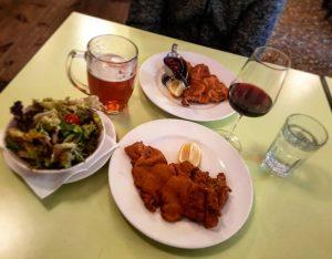 #vienna #restaurant #schnitzel #wine #redwine #thebestinvienna #salad #beer #vienna