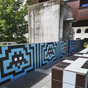 Street art à Vienne ! . . #streetart #wien #art #spaceinvader #weed