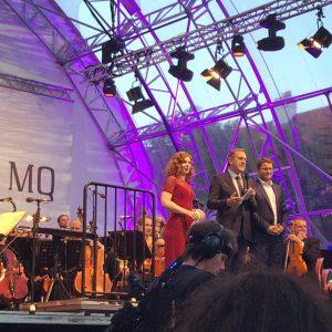 Die grandiosen @viennasymphony und die fantastische Dirigentin Speranza Scapucci haben gestern im Haupthof des @mqwien 6000 ZuschauerInnen...