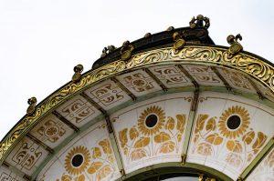 Détail du pavillon de la Karlzplatz dans le Style sécession à Vienne. - ...