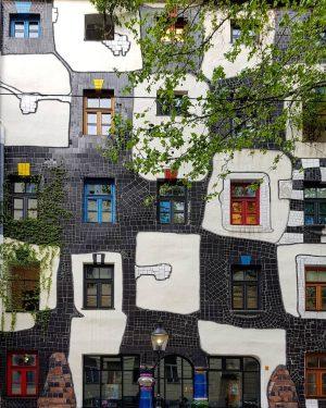 Hundertwasser Museum 🎨👨💼💡📸 ... ... ... #viennatouristboard #vienna #vienna_austria #viennanow #vienna_city #visitvienna #welovevienna #viennacity #igersvienna #viennagram #wien...