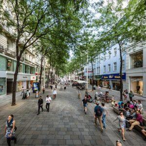 Lädt immer wieder zum Flanieren und Gustieren ein – die Mariahilferstraße. #mariahilferstrasse #mariahilf ...