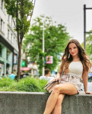 Top!!👍 @szabinabela ・・・ #vienna #mariahilferstrasse #viennalife #streetstyle #weekend #sunshine #fun #hapiness #hungariengirl 🌞 ...