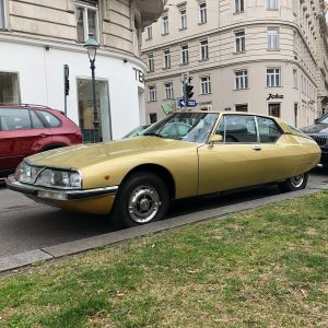 on sunday in vienna....... Citroen SM........ #citroensm #citroensmmaserati #asundaycarpic #maserativ6 #maserati #classiccitroen #france ...