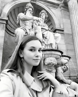 Осторожно: путешествия вызывают зависимость✈️ #vienna #austria #selfie #wien #österreich #blackandwhite #albertina #art #architecture #traveling #travel #travelholic #happytime...