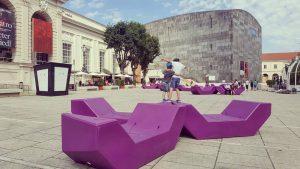 Museum meeting point🙌 #museumsquartier #mumok #kindermuseum #wien #vienna #square #museum #leopoldmuseum #bank #purplebank #instakids #kidsfun #traveltheworld #weekendgetaway...