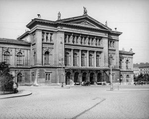 Alter Südbahnhof (1869-1951) Er wurde 1869-1873 nach Plänen und unter der Leitung des Hochbaudirektors Wilhelm von Flattich...