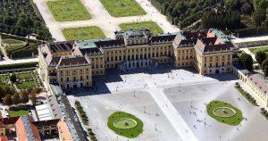Die kaiserliche Sommerresidenz von oben 💛 Erkunde die Prunkräume von Elisabeth & Franz Joseph in der Grand...