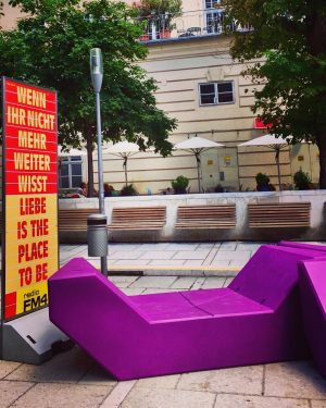 ☀️#summerinthecity 💖 #love #theplacetobe #museumsquartier #mq #wisdomsofvienna #hotinthecity #heatwave🔥 #architektur #art #architecture #kunst #wien #enjoythemoment #itsinthedetails #wienliebe...