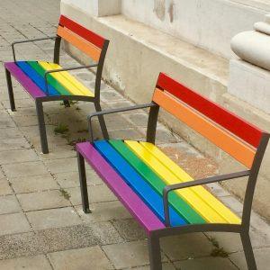 Da lässt man sich gerne nieder! (Gesehen in #Wien @europride2019 ) 📷 Barbara Beier #pride #pridemonth #europride...