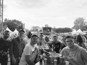 A day Surrounded with good energy @spark7/kronehitBühne #sundayfunday Donauinselfest