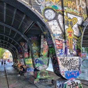 #graffiti #graffiti #graffiti_art #viennastreetart #streetart#streetarts #ok_streets #world_citynstreet #world_europe_ #embakment #bridges_of_instagram #streetshots #loves_street_art #be_one_streetart ...
