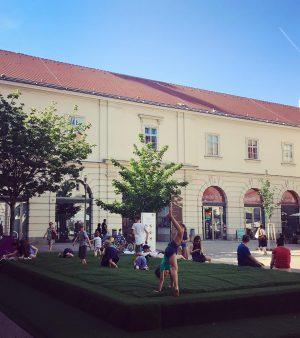 Monday, fun day! 🤸🏻♀️🤸🏽♂️ . . #visitMQ #placetobe #art #architecture #museums #creativespace #wellmoor #playground #kidsofinstagram #zoomkindermuseum #Vienna...