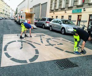 Schon gesehen? Neue Markierungen im 18. Bezirk. Die Schulgasse wird zur fahrradfreundlichen Straße! ...