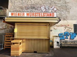 Gestern wegen vorgestern geschlossen. 😆 #wienistanders #wienamsonntag #melancholy #visitvienna #wienmuseum #viennawürstelstand #blue