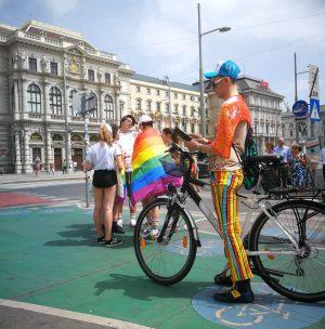 🌈Europride2019🌈 . . . #pride #regenbogenparade #europridevienna2019 #photography #photooftheday #lovewins #lgtbcommunity #austria #gayandproud #loveandpeace #rainbow #vienna #pictureoftheday...