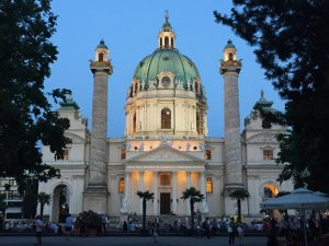 Karlskirche - for sure one of the most exciting churches in Vienna 🤩 More 👉 www.mosam-arts.com #karlskirche...