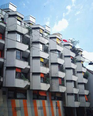 🏢 Wien du kannst so schirch sein. Lieb dich trotzdem. #wienwiennurduallein #einfachleiwand #architecture ...