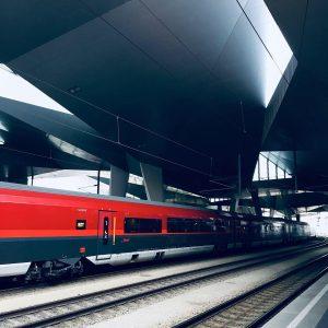 #vienna #hauptbahnhof #contemporaryarchitecture #railwaystation #wien #austria #zug #österreich #design #bahn #urban #viennablogger #vienna_austria #welovevienna #architecture #trains #architektur...