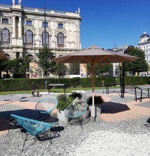 Уличные стулья в MQ Amore 😍💓