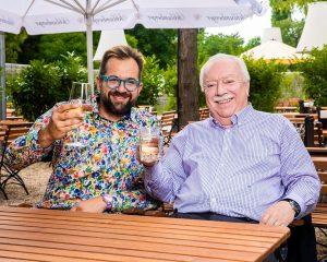 Zwei echte Wiener trinken gerne Spritzer ! . . . Vor ein paar Wochen durfte ich das...
