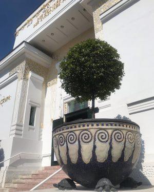 The Secession building, Wieden, Vienna, built in 1898. Art nouveau splendour.... . #artnouveau ...