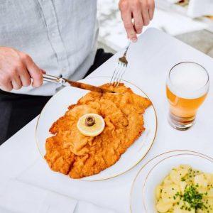THIS. ❤️ #schnitzellove . . . #meisslundschadn #restaurant #grandferdinand #foodlover #foodblogger #foodbloggervienna #viennaeats ...