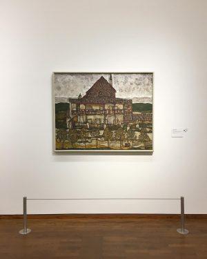 """Egon Schiele's """"Haus mit Schindeldach"""" at Leopold Museum. Great exhibition! #wien1900 #vienna1900 #egonschiele #leopoldmuseum @leopold_museum #leopoldmuseumwien #wienmuseum..."""