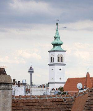 Never not loving Vienna . . #franziskanerkirche #franziskanerkloster #vienna #wienliebe #funkturm #überdendächern #rooftopping #fromabove #viennamylove #viennaclassics #wiennurduallein