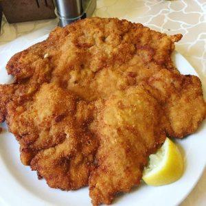 독일에도 널린게 슈니첼이지만 어쩐지 빈에 오면 꼭 먹어야 할 것 같은 음식이다. 맛집을 ...