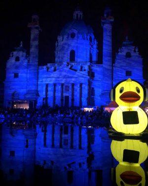 @popfestwien #popfest #takeover #lightpainting #karlskirche Wiener Karlskirche