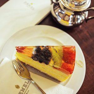 Hausgemachte Vanillecreme & frische Früchte - unsere köstliche Obsttorte ist perfekt für den ...