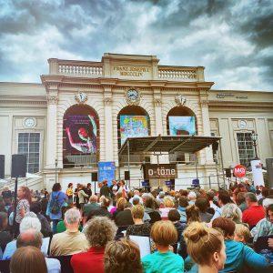 wir sind dann mal im #muqua #otöne #otoene #openairlesung #wienliebe #igerswien #igersvienna #wien #museumsquartier #lesung