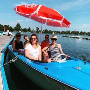 Die Fesch'crew schippert ins Wochenende! Sonne genießen, Sommer hallo! 🌞✨ #feschcrewontour #feschinswochenende #feschinwien ...