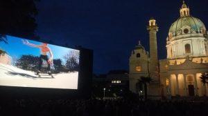 Die Wiener Girls-Crew S.O.S. @skate.outta.space ganz groß beim Kaleidoskop am Karlsplatz. Die Bildschirmversion des Videos gibt es...