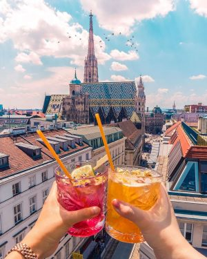 Happy Friday! How about some great drinks this evening? There are many rooftop ...