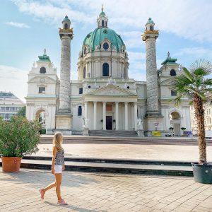 Вена покоряет своими масштабами,грандиозными соборами,замками,музеями,их великолепием,невероятной архитектурой, атмосферой,пропитанной временем существования великой империи #vienna #traveling #vocations