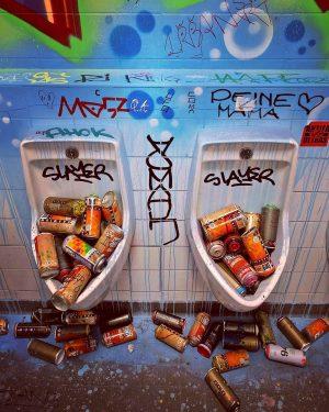 Take Over - die Hochformate... #wien #vienna #wienmuseum #takeover #hochformate #streetart #graffiti #skateboarding #golif #nychos #toilet #diy...