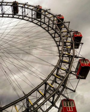 It doesn't matter if it's sunny or cloudy, the Wiener Riesenrad looks always ...