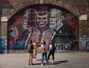 👀#bestofstadttouren 👀 Bei der Street Art Tour von @prime_tours_vienna werden unter der sachkundigen Anleitung eines lokalen Street...