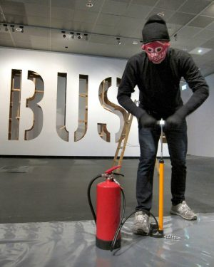 #extinguishergraffiti #extinguisherstencil #wienmuseumtakeover #20bar #diy #citymod #paulbusk @wienmuseum