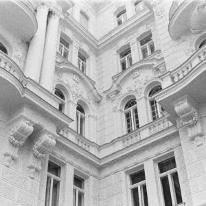 Vienna is one of my favourite cities with stunning architecture. #ilfordphoto #IlfordHP5 #architecturephotography #architecture #vienna #wien #osterreich...