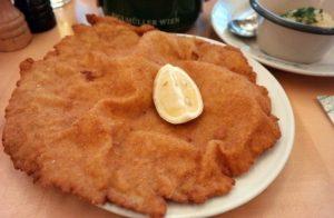 2016.04.08. Figlmüller. 빈에서의 마지막 밤이여서 슈니첼을 먹으러 피글뮐러에 왔다. 1905년에 개업한 곳으로 슈니첼의 ...