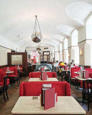 Museumsbesuch #wien#vienna#vienne#austria #cafemuseum#kaffeehaus #igersvienna#igersaustria #coffee#coffeehouse#cafe #vienna_austria#wienliebe #wienamsonntag#meinwien #viennaclassics#wienlove #schöneswien#wientourismus #europe_vacations#stadtwien #schöneswien#cafeliebe #kaffeehausliebe#josefzotti