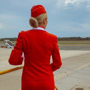 Потребовалось 8 лет, чтобы надеть красное платье ✈️❤️🕊 #flightattendant
